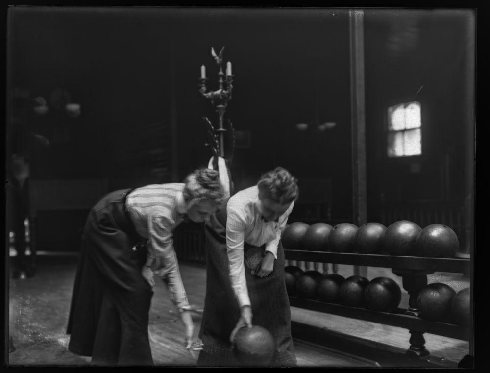 women-bowling1