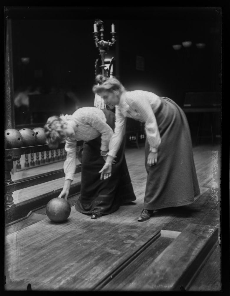 women-bowling2
